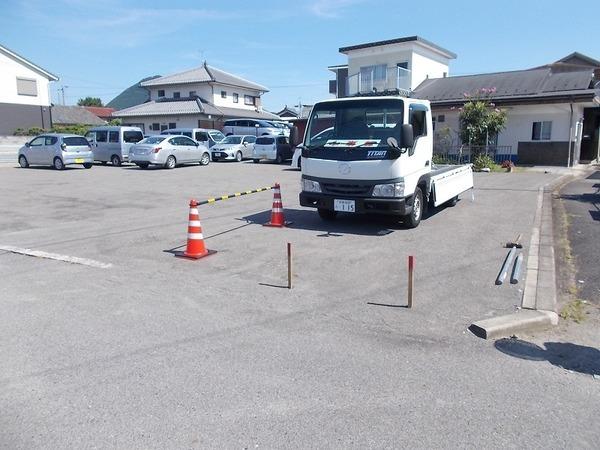 駐車場看板 「募集中」差し替え板つきのアイキャッチ画像
